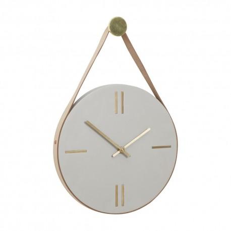 horloge-murale-beton-suspendue-par-laniere-en-cuir-hubsch